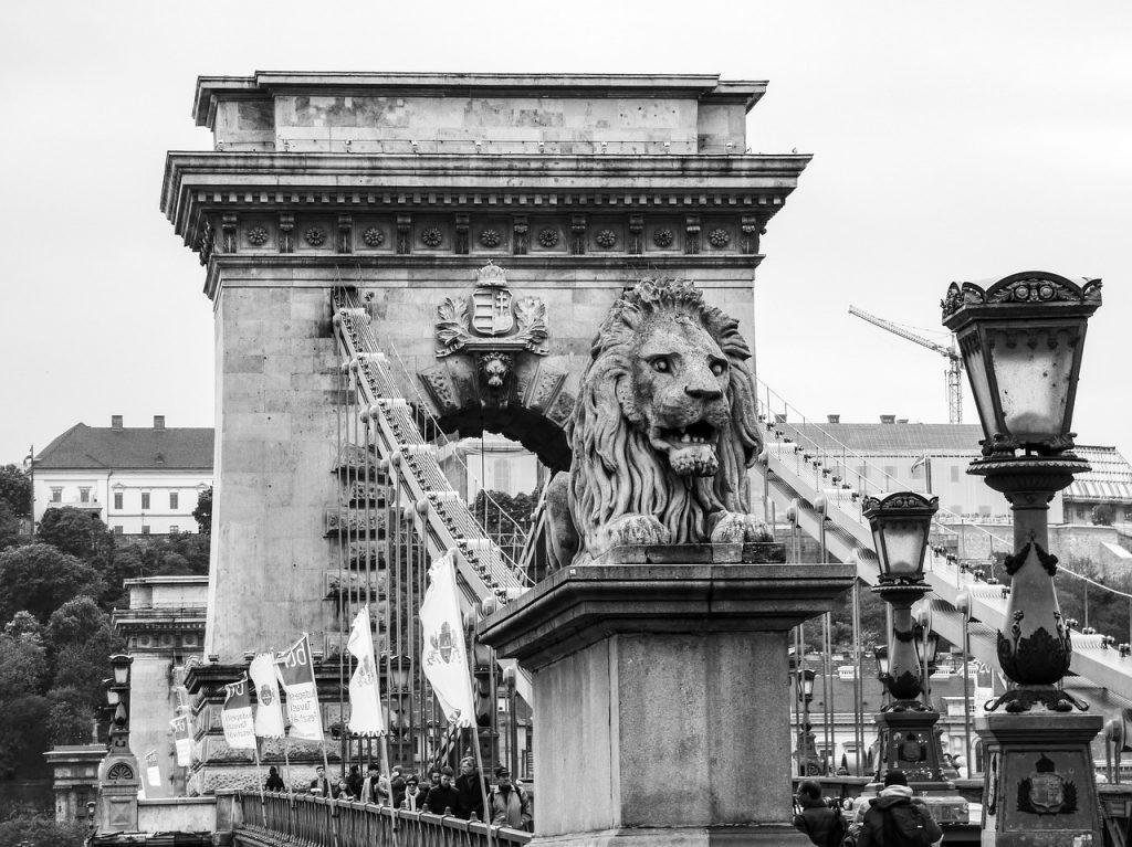 avrupa rüyası macaristan budapeşte aslanlı köprü
